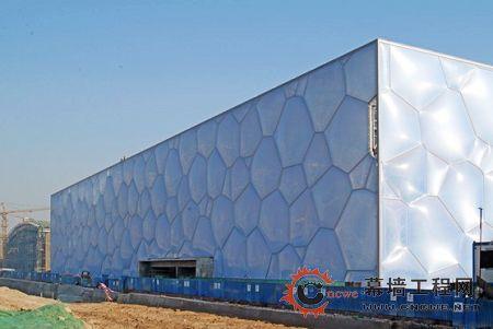 """""""水立方""""钢结构采用的新型基于气泡理论的多面体空间钢架体系,属国内"""